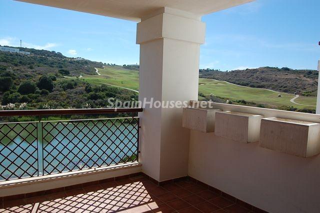sanroque cadiz - Verde, sol y mar: 19 fantásticas viviendas a buen precio en campos de golf en España