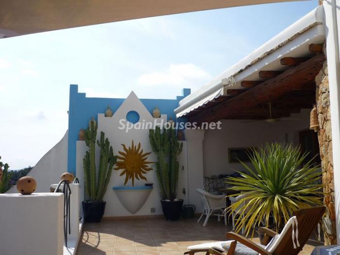 santaeulaliadelrio ibiza - Esperando el sol del otoño en 12 preciosos porches y terrazas con vistas al mar
