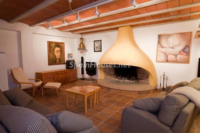 santantonidepormany ibiza baleares - Calidez y chimeneas en 17 salones perfectos para disfrutar del invierno