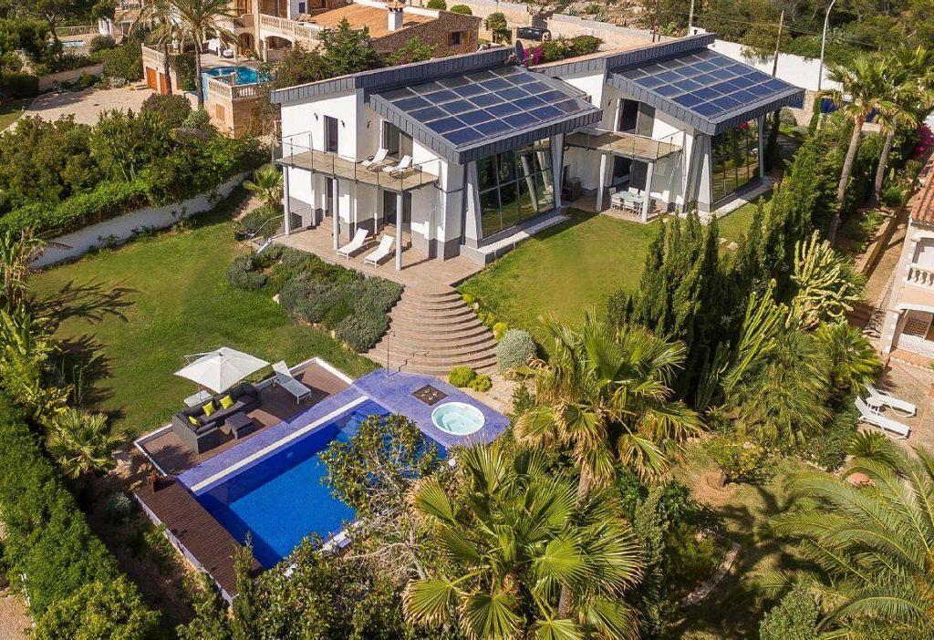 santaponsa mallorca baleares 1024x702 - De verde y primavera: 18 espectaculares casas con un amplio y soleado jardín