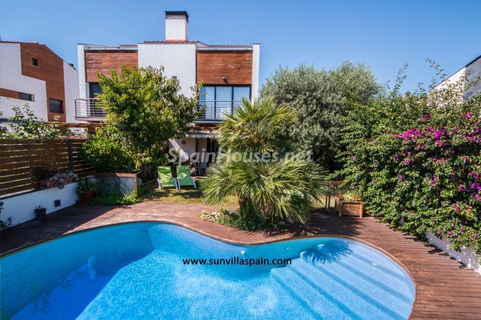 santasusana barcelona - 20 preciosas casas para disfrutar de la primavera con bonitos rincones en el jardín