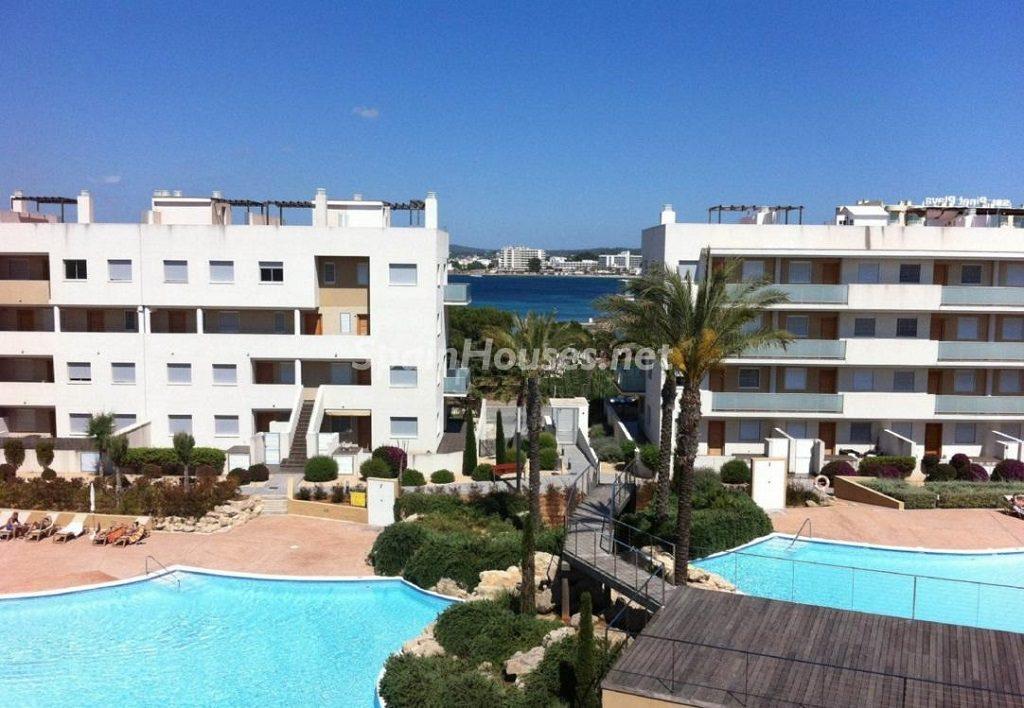 santjosep ibiza baleares 1024x708 - Sugerencias refrescantes para el verano: 19 pisos con piscina en la ciudad o junto al mar