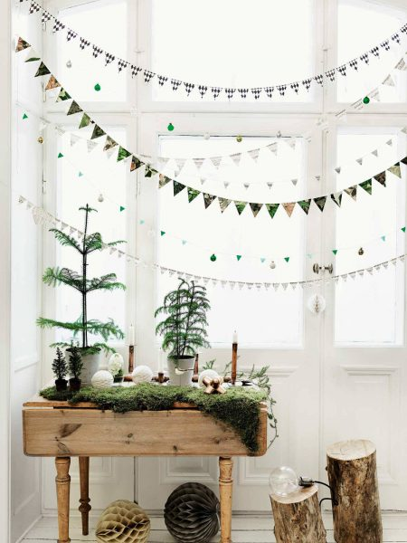 scandinavian christmas patterend window garlands a5e6f9f5 1200x1600 450x600 - Ideas para decorar tus ventanas en Navidad