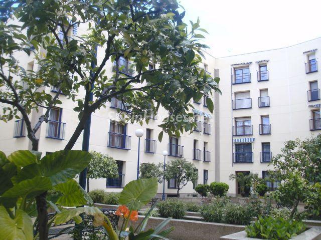 sevilla 1 - 16 estupendos pisos de 2/3 dormitorios con garaje y trastero en la ciudad o cerca del mar