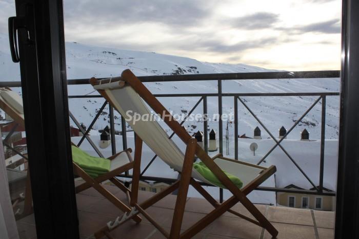 sierranevada granada1 - Nieve, piedra, madera... en 8 bonitas casas y pisos en la montaña