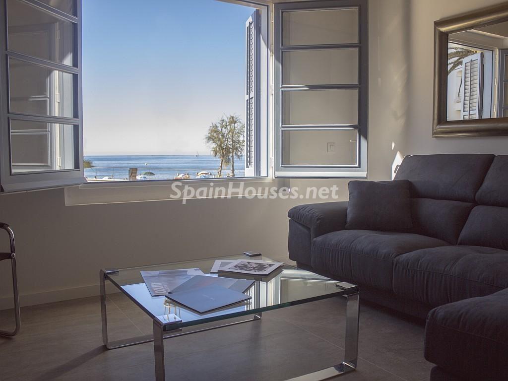 sitges barcelona 2 1024x768 - Primera línea de playa: 12 pisos y apartamentos en alquiler para vivir junto al mar