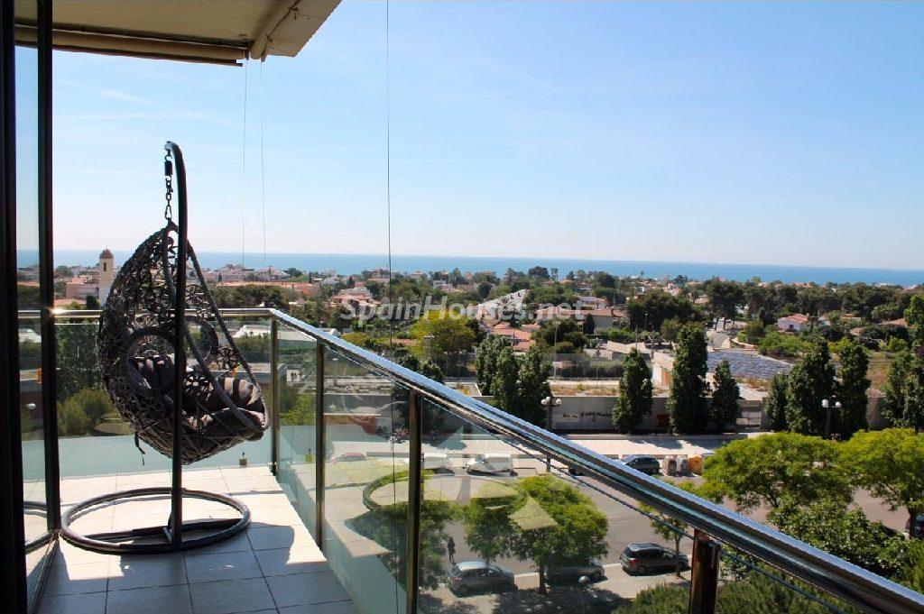 sitges barcelona 3 1024x681 - Terrazas al sol del otoño, de sereno toque urbano o geniales vistas al mar