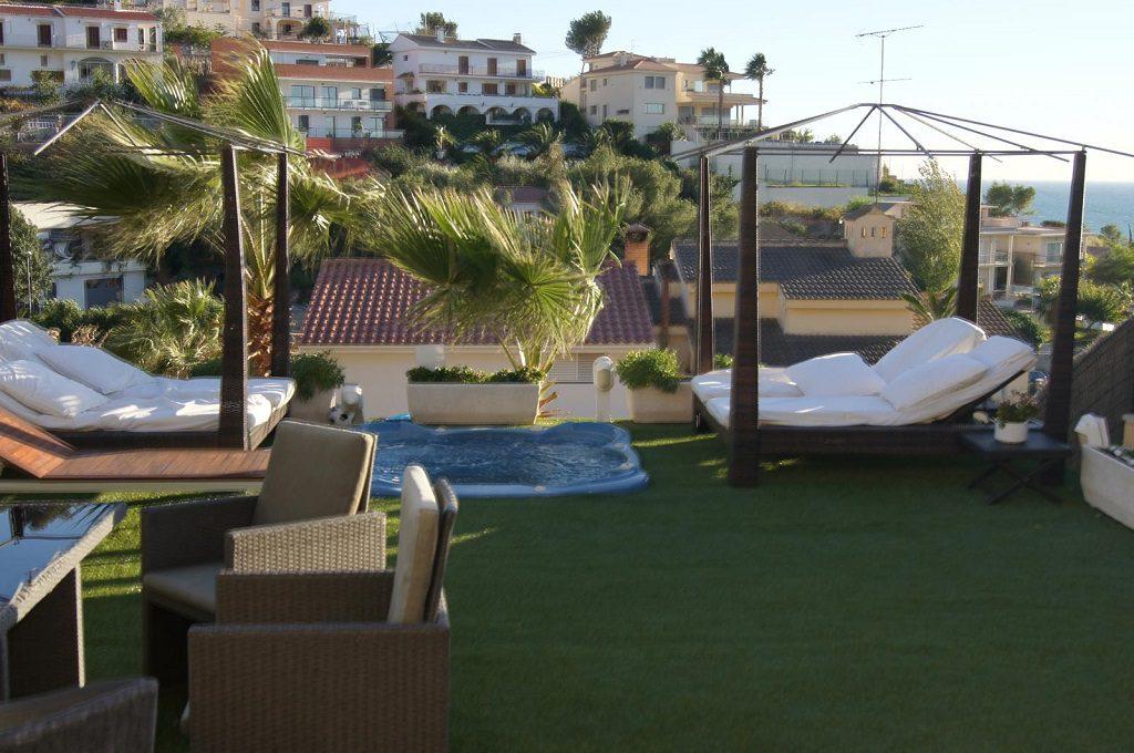 sitges barcelona 6 1024x680 - Veranos de lujo en 19 espectaculares terrazas junto al mar