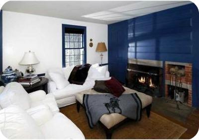 sitting room fireplace - Renèe Zellweger vende su casa
