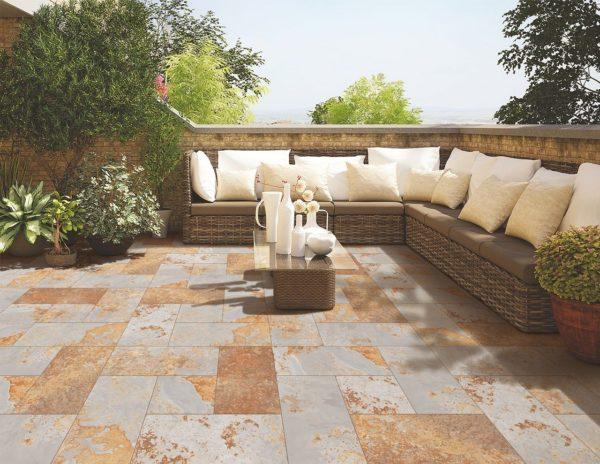 sofa terraza 1 600x464 - Ideas para decorar una azotea o patio pequeño y crear un espacio del que disfrutar