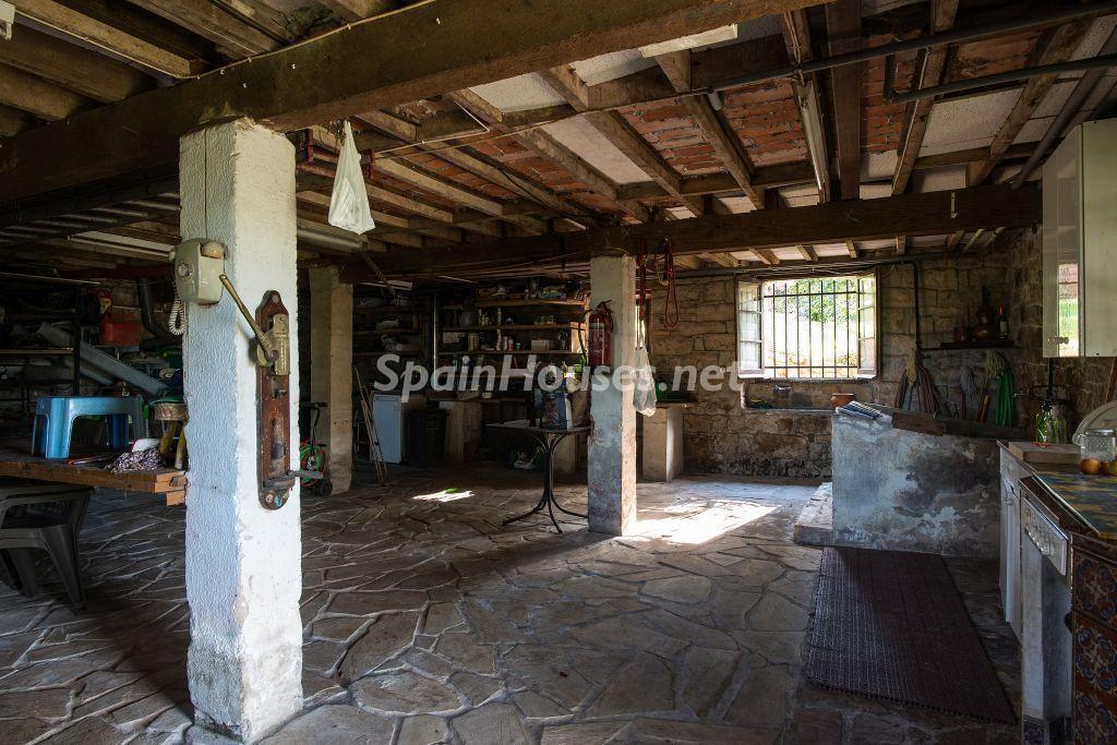 sotano rustico 1024x683 - Casa primaveral en Villaviciosa (Asturias): encanto, naturaleza y un romántico jardín