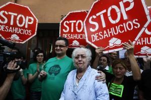 stop desahucios 300x200 - El Gobierno aprueba mañana un código de conducta para minimizar desahucios