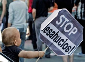 stop desahucios2 300x217 - Fracaso del Fondo Social de Viviendas: Madrid, Carmena, desahucios y pisos vacíos