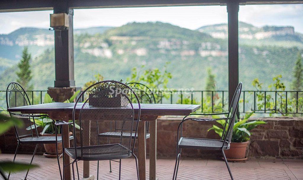 tagamanent barcelona 1024x608 - Otoño en 12 preciosas casas en la montaña ideales para disfrutar de la naturaleza