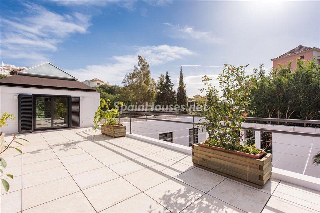 terraza 12 1024x683 - Fantástica villa escondida entre los campos de golf de Nueva Andalucía, Marbella (Málaga)