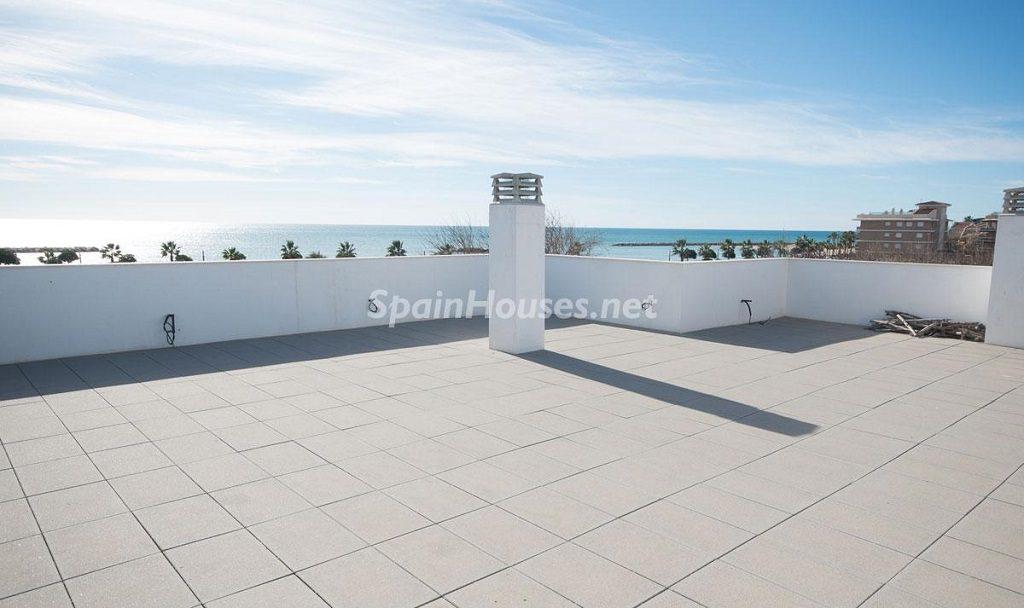 terraza 14 1024x608 - Diseño escandinavo en una soleada casa junto a la playa en Cambrils (Costa Dorada)