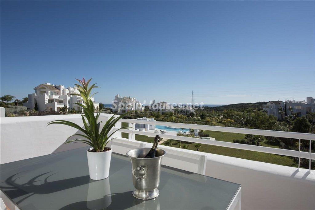 terraza 15 1024x683 - Crystal Lagoons, Casares (Málaga): Apartamentos en 1ª línea de playa, a 10 km del mar
