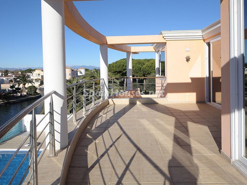 terraza 16 1024x768 - Imponente casa entre lo clásico y lo moderno en el Gran Canal de Empuriabrava (Girona)