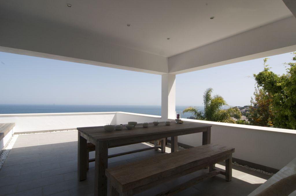 terraza 17 1024x679 - Unas vacaciones de ensueño en Punta de la Mona, La Herradura (Granada), frente al mar