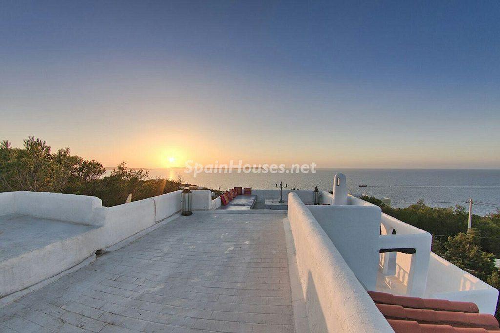 terraza 18 1024x682 - Atardecer mágico en Ibiza: Casa en alquiler de puro estilo ibicenco y encanto mediterráneo