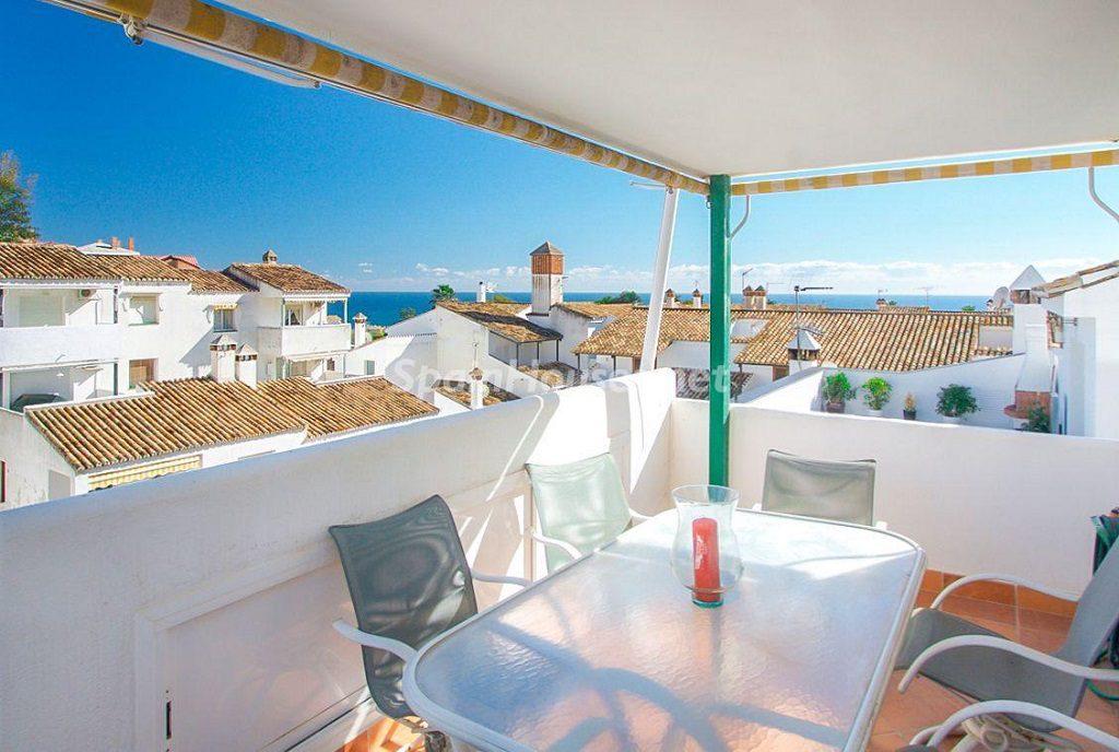 terraza 19 1024x688 - Coqueta casa en Torremuelle (Benalmádena Costa, Málaga): económica, luminosa y cerca del mar
