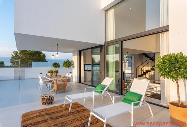 terraza 2 1 - Villa de lujo en Alicante: luminosa y muy espaciosa