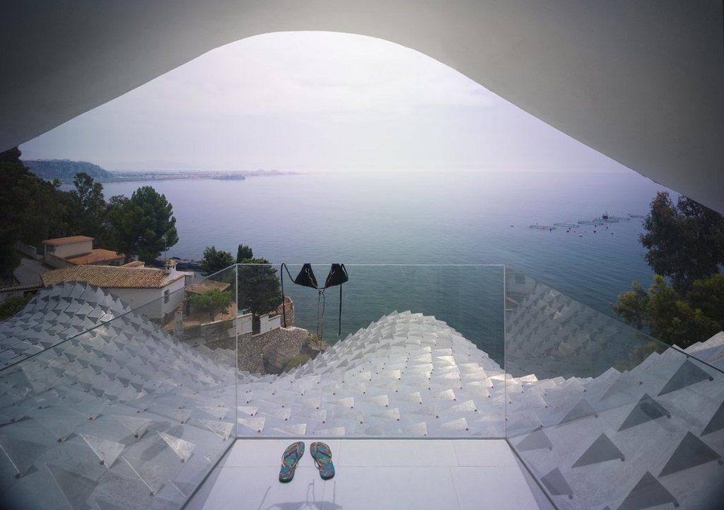 terraza 20 1024x721 - Casa modernista en Salobreña (Granada) o dragón imponente que se asoma al mar
