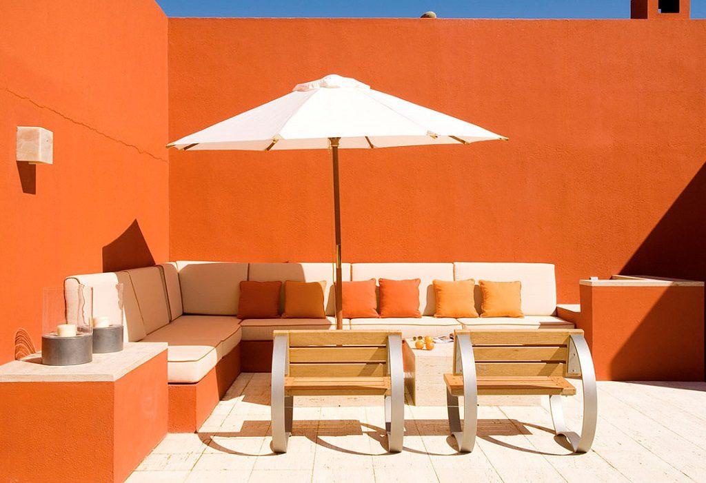terraza 24 1024x701 - Inspiración, color y elegancia en una preciosa casa en Sotogrande (Costa de la Luz, Cádiz)