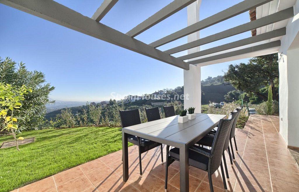 terraza 26 1024x659 - Precioso piso a estrenar en la Sierra de las Nieves (Istán, Marbella), naturaleza a 15 km del mar