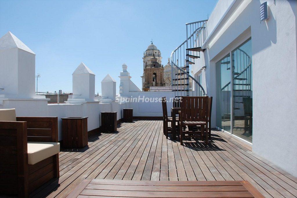 terraza 27 1024x685 - Ático en alquiler de vacaciones en Cádiz, ideal para el puente o el carnaval