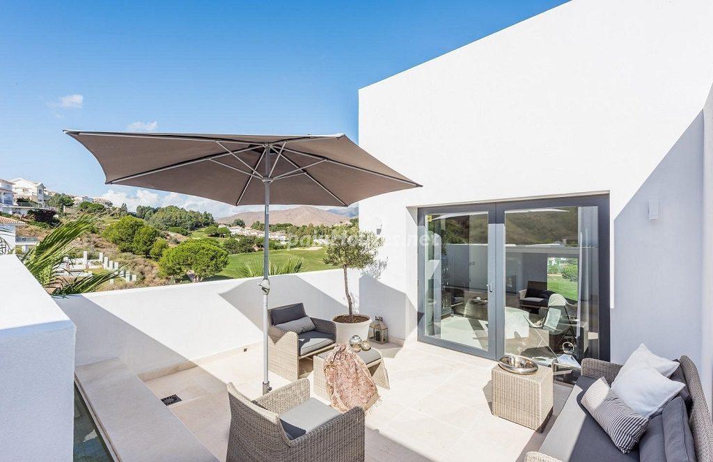 terraza 29 1024x664 - Espacios de luz, sol y diseño en una moderna casa en Mijas Costa (Málaga)