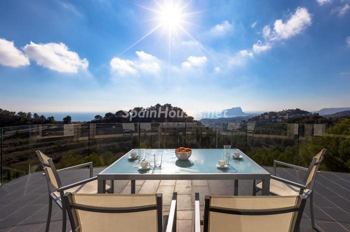 terraza 3 - Blanca y sofisticada villa de vacaciones en Moraira (Costa Blanca): luz y diseño frente al mar