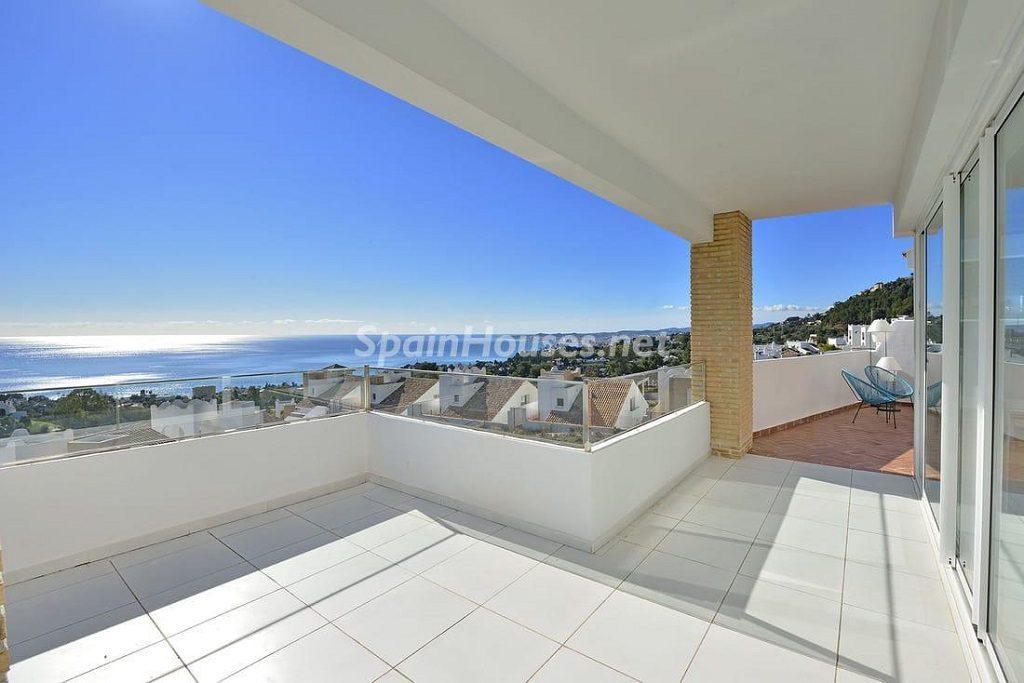 terraza 33 1024x683 - Precioso toque nórdico a estrenar con vistas al mar en Benalmádena (Costa del Sol, Málaga)