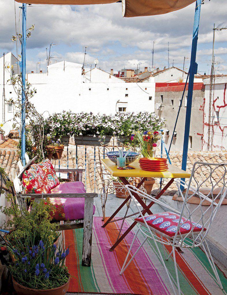terraza 42 787x1024 - Precioso ático con sabor rústico y alma callejera en Lavapiés, Madrid