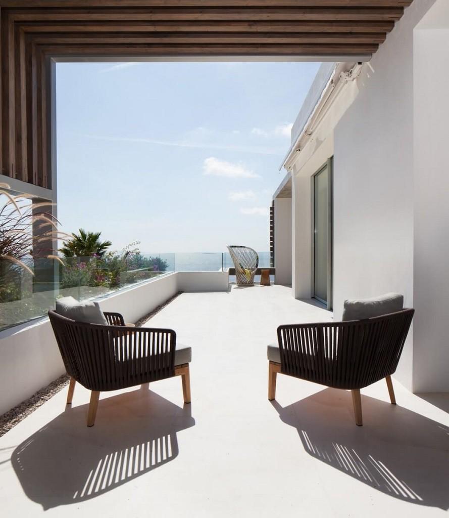 terraza 8 889x1024 - Espectacular y moderna villa en Roca LLisa (Ibiza): sereno minimalismo con vistas