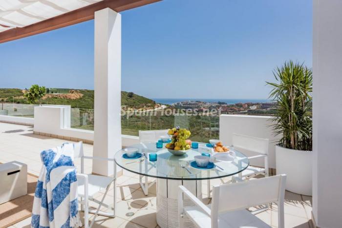 """terraza casares - Espectacular terraza de sol, bonito ambiente """"chill out"""" y vistas al mar en Casares (Málaga)"""