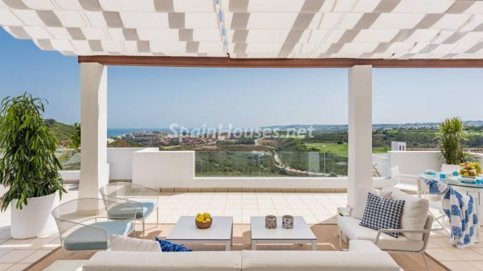 """terraza casares3 - Espectacular terraza de sol, bonito ambiente """"chill out"""" y vistas al mar en Casares (Málaga)"""
