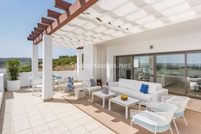 """terraza casares5 - Espectacular terraza de sol, bonito ambiente """"chill out"""" y vistas al mar en Casares (Málaga)"""