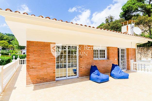 terraza chalet con piscina en Gerona - Fantástico chalet con piscina en Gerona: un sueño hecho realidad