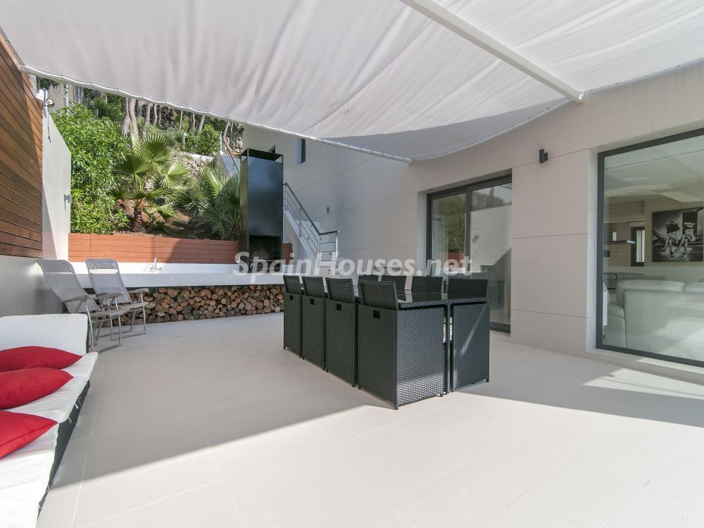 terraza comedor - Casa minimalista transparente, diáfana y abierta al mar en Castelldefels (Barcelona)