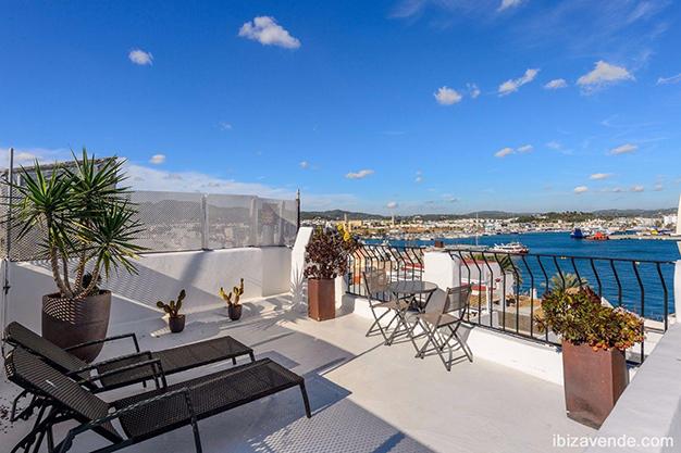 terraza ibiza - Piso frente al puerto en Ibiza: todo el encanto marítimo