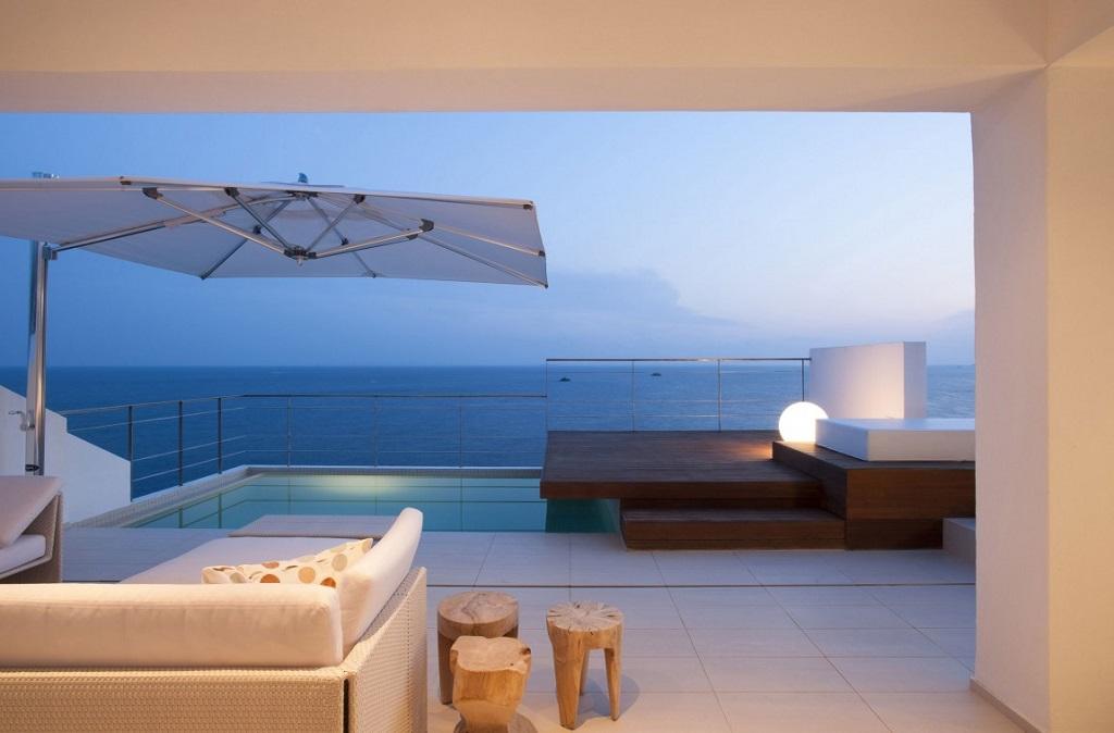 terraza nocturna2 - Preciosa villa en Ibiza de espectacular y radiante blanco minimalista junto al mar