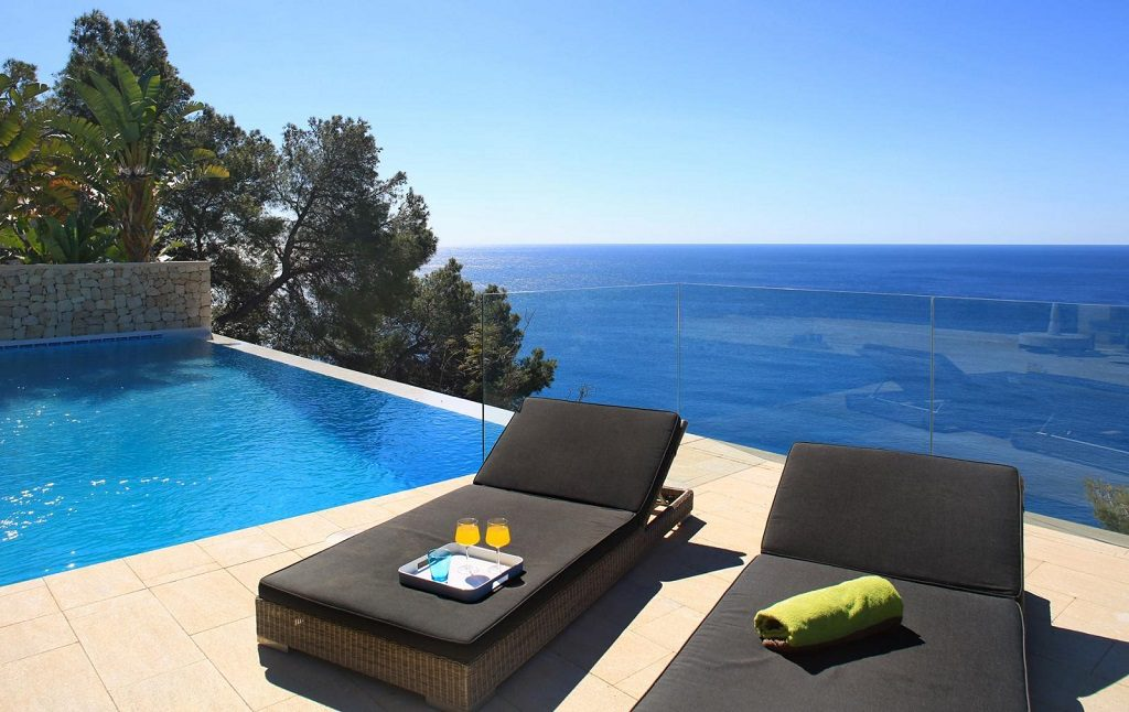 terraza piscina mar 1024x646 - Lujo, naturaleza y mar en una espectacular casa en Jávea (Costa Blanca, Alicante)