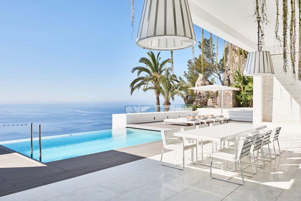 terraza piscina vistas 1024x683 - Altea Hills: Villas de diseño mediterráneo con vistas al mar en Costa Blanca (Alicante)