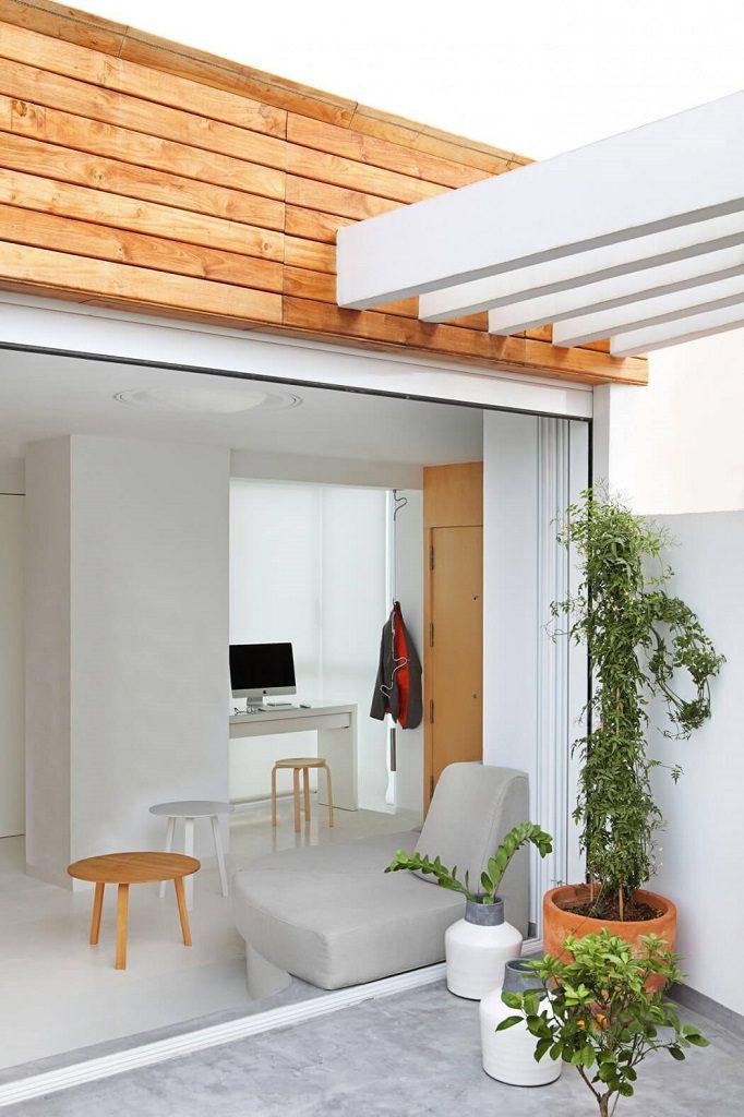 terraza rincondetrabajo 682x1024 - Precioso ático de diseño en Valencia: 70 metros de luz, funcionalidad y encanto