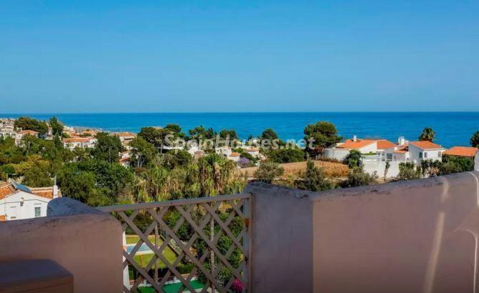 terraza vistas1 - Luz, sol y mar en un precioso chalet en alquiler en Benajarafe (Costa del Sol, Málaga)