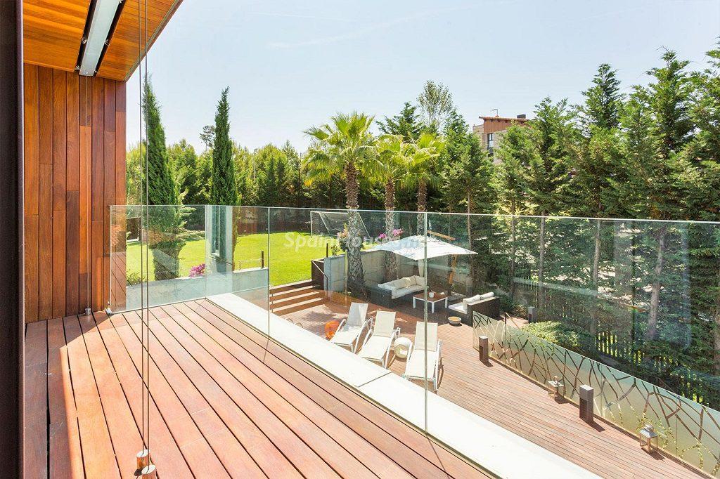 terraza vistasjardin 1024x682 - Chalet en la Sierra de Collserola (Barcelona): lujo y diseño para disfrutar