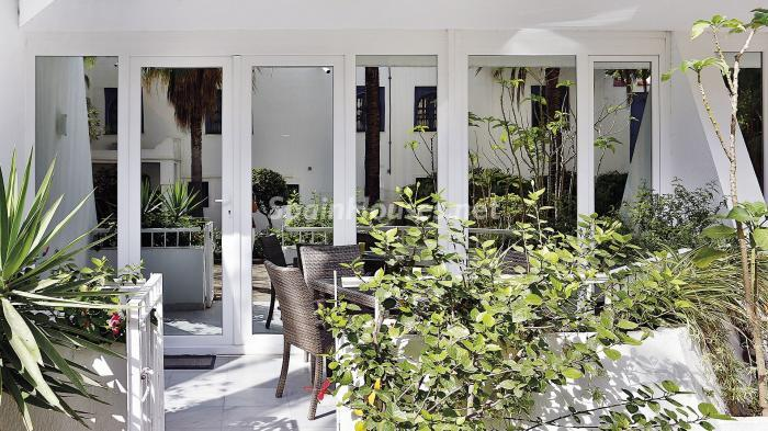 terraza1 1 - Precioso apartamento con decoración elegante y serena junto al mar en Marbella