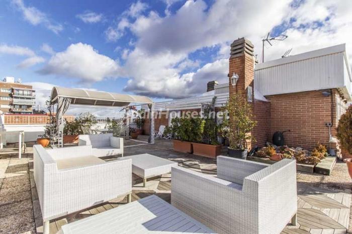 terraza1 3 - Elegante, amplio y luminoso ático con vistas a todo el skyline de Madrid en Chamartín