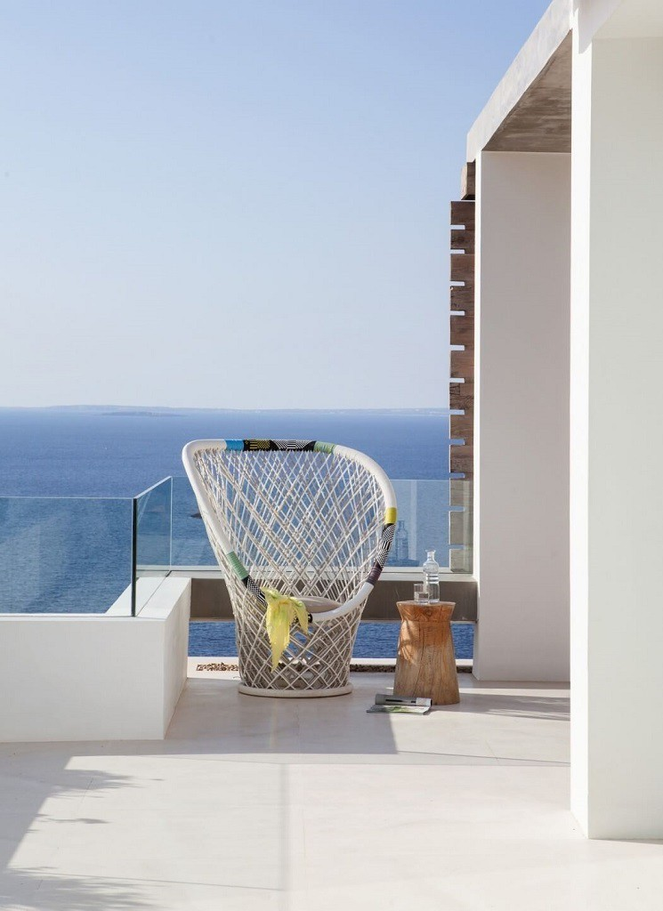 terraza1 5 745x1024 - Espectacular y moderna villa en Roca LLisa (Ibiza): sereno minimalismo con vistas